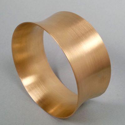 Verschiedene Armbänder und Armreifen die Goldwerkstatt Köln